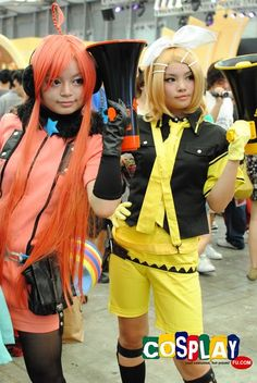 Miki/Rin Kagamine - Love Is War Cosplay from Vocaloid in China Joy 2010 Shanghai Vocaloid Cosplay, Cosplay Girls, Shanghai, Cosplay Costumes, Harajuku, Wigs, Joy, China, Comics