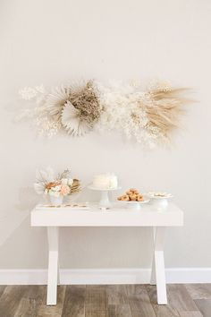 Neutral Baby Shower with Modern Details - Inspired By This Boho Baby Shower, Simple Baby Shower, Gender Neutral Baby Shower, Floral Baby Shower, Baby Boy Shower, Bridal Shower, Baby Shower Decorations For Boys, Baby Shower Themes, Baby Theme