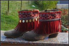 cubrebotas con flecos  flecos,antelina,cinta étnica cosido a máquina Bohemian Boots, Hippie Boots, Gypsy Boots, Boho Shoes, Boho Sandals, Fashion Boots, Boho Fashion, Boot Jewelry, Boot Bling