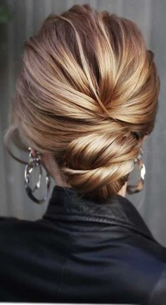 44 Messy updo hairstyles – The most romantic updo to get an elegant look - therezepte sites Romantic Updo, Romantic Wedding Hair, Hairdo Wedding, Romantic Hairstyles, Elegant Updo, Bridal Updo, Wedding Hairstyles, Wedding Black, Updos For Medium Length Hair