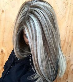 Warm Light Brown Hair With Silver Blonde Highlights - Cabello Rubio Brown Hair With Highlights, Hair Color Highlights, Chunky Highlights, Caramel Highlights, Transition To Gray Hair, Blonde Hair Looks, Grey Blonde Hair, Long Gray Hair, Short Hair