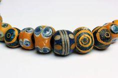 """Cinquanta vaghi di collana a spirale e ad """"occhio di pernice"""" VI-II secolo a.C.; 49 cm (19,29 in) long; Cinquanta vaghi policromi con filature impresse - ACR Auctions"""