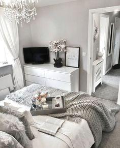 Home Remodel Split Level - beds room ideas Grey Bedroom Decor, Stylish Bedroom, Room Ideas Bedroom, Home Bedroom, Grey Bedroom Design, Bedroom Inspo, Bedroom Wall, Master Bedroom, Silver Bedroom