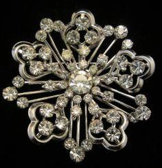 """Pretty Vintage 2-1/4"""" Silver Tone Prong Set Rhinestone Flower Brooch A68"""