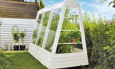 Tomaten-Gewächshaus Space-saving, but functional: The greenhouse also fits in small gardens. We show you step … Dome Greenhouse, Cheap Greenhouse, Greenhouse Effect, Backyard Greenhouse, Greenhouse Ideas, Homemade Greenhouse, Greenhouse Interiors, Raised Garden Beds, Small Gardens