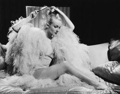 le sigh: the feathered glamour of old hollywood ala Carole Lombard