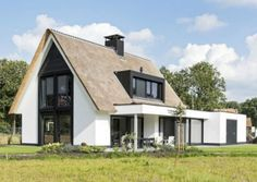 Huis 29 | Landelijk | Onze huizen | Presolid Home House Roof, Facade House, Style At Home, Modern Rustic Homes, Modern Farmhouse, House Paint Exterior, Exterior Design, Building Design, Building A House