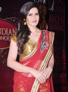 The Balaji Global Indian Film and Television Awards on saw many celebrities from Film and Television industry. Beautiful Bollywood Actress, Beautiful Indian Actress, Indian Bollywood, Bollywood Fashion, Beauty Full Girl, Beauty Women, Zarine Khan, Indian Fashion Dresses, Saree Models