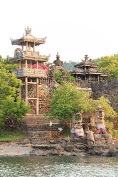 pabean_temple_pemuteran_segara temple in front