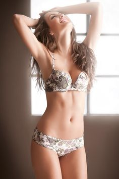 Macri_Elena_Velez_Sanchez-Options_Lingerie_14.jpg