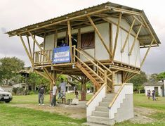 Hasil gambar untuk casas de madera o guadua colombia Bamboo House Design, Small House Design, Timber Architecture, Sustainable Architecture, Bamboo Roof, Bamboo Building, Farm Plans, Bamboo Structure, Bamboo Construction