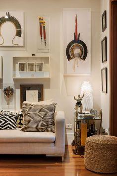 Decoração de casa, decoração de casa natural, decoração natural, madeira, piso de madeira, porta de madeira, sementes, peça decorativa, planta, mesa de madeira, sala de estar, sala.