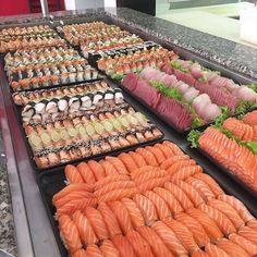 Sushi, Nigri Sashimi, rolls and more. Sushi is artisitic. Sushi Buffet, Sushi Platter, Ramen Comida, Seafood Buffet, Sushi Love, Sushi Party, How To Make Sushi, Sushi Recipes, Cucumber Recipes