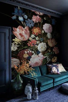 Flowers Wallpaper, Wallpaper Decor, Wallpaper Backgrounds, Living Room Floral Wallpaper, Bedroom Wallpaper, Vintage Wallpaper, Vintage Floral Wallpapers, Deco Baroque, Elegant Flowers