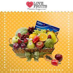 #Fruitmix Linda cesta de pão repleta de uvas, morangos, laranjas, caju, mamão, ameixas, pera, maçãs, acerola, atemoia, melancia baby, um Bahlsen Waffeletten Milk e um copinho branco de metal. Presente surpreendente!   Presenteie quem você ama: http://www.lovefruits.com.br/  #PresentesInesqueciveis #BuqueDeFrutas #PresentesOriginais #PresentesSaudaveis #QualidadeDeVida #PresentesSurpreendentes #LOVEFRUITS
