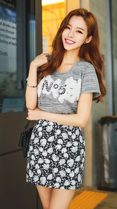 Ulzzang - Fashion - Beauty - Kpop I do NOT post pictures of myself! Very Beautiful Woman, Beautiful Asian Women, Korean Beauty, Asian Beauty, Kim Seuk Hye, Korean Best Friends, Mini Skirt Style, Asian Cute, Korean Dress