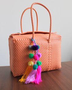 Totally #handmade #tote #bag listed in my #etsy store  #folk  #etsyretwt #EtsyRT #etsymntt #plastic #boho #tribal #plasticbag #wovenbag #handmade #bohobag #hippie #hippiebag #briefcase #tejido #bolsa #artesanal