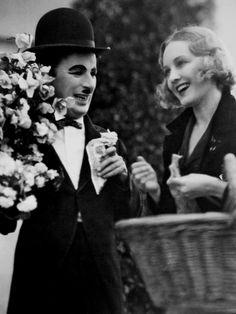 """Charles Chaplin y Virginia Cherrill en """"Luces de la ciudad"""", 1931"""