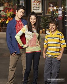 A gallery of Wizards of Waverly Place publicity stills and other photos. Featuring Selena Gomez, David Henrie, Jake T. Austin, Jennifer Stone and others. Old Disney Shows, Disney Channel Shows, Alex Russo, Selena Gomez, Alex O'loughlin, Jake T Austin, David Henrie, Joey Lawrence, Nostalgia