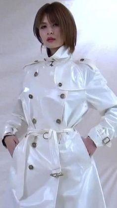 White PVC Raincoat: The latex fashion Vinyl Raincoat, Pvc Raincoat, Plastic Raincoat, Yellow Raincoat, Hooded Raincoat, Girls Raincoat, Raincoat Outfit, Imper Pvc, Mode Latex