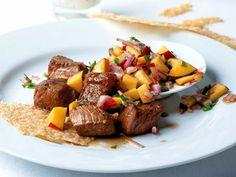 Steak, nectarine & red onions