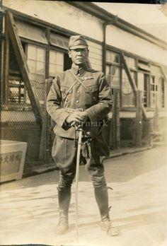 笑顔の皇軍兵士 — Japanese officer with war sword