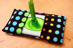 There is also a How-To on making your own reusable swiffer duster. The Creamer Chronicles: I'm not green.I'm just cheap! Sewing Hacks, Sewing Crafts, Sewing Projects, Diy Crafts, Projects To Try, Diy Cleaners, Cleaners Homemade, Hippie Party, Swiffer Pads