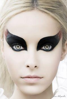 Siiiiiick Halloween makeup. Like A raven