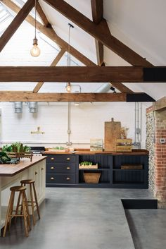 The customers chose to incorporate contrasting colours into their kitchen design and it has really paid off. Dark and dramatic Pantry Blue has been used on the cabinets and light, fresh Linen colour on the island. The worktop is Iroko wood, a beautiful dark wood that creates such a cosy and traditional feel to any kitchen.