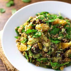 De Marokkaanse keuken staat bol van de heerlijke smaken. Dat inspireerde ons tot deze Marokkaanse salade met sinaasappel koriander dressing.