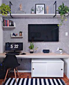 "DIY HOME por Diego Rodrigues on Instagram: ""Home Office do @cafofo_208 com parede de cimento queimado 🖤. . #diyhomebr #homeoffice #escritorio #cimentoqueimado"" Bedroom Built Ins, Tv In Bedroom, Bedroom Decor, Decor Room, Small Space Office, Small Space Design, Guest Bedroom Office, Home Office Desks, Home Living Room"
