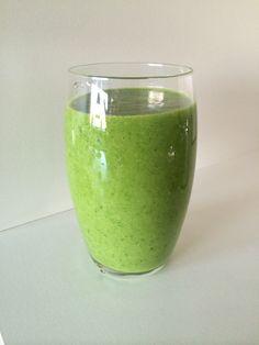Groene smoothie met avocado, spinazie en mango