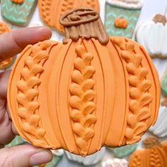 Pumpkin Sugar Cookies, Sugar Cookie Frosting, Royal Icing Cookies, Halloween Cookies Decorated, Halloween Sugar Cookies, Halloween Cakes, Cut Out Cookies, Cute Cookies, Cake Pops