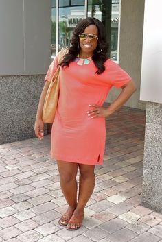 Curves and Confidence | Inspiring Curvy Women One Outfit At A Time: Weekend Wear: T-Shirt Dress