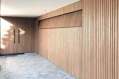 Timber Garage Door, Garage Door Design, Garage Doors, Door Detail, Facade House, Planer, Minimalism, House Design, Salon Ideas