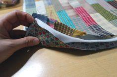 DIY con el Paso a paso para hacer un bolso de tela Patchwork. Tutorial gráfico completo de costura para hacer este precioso bolso Patchwork. Puedes utilizar retales o restos de otras labores para …