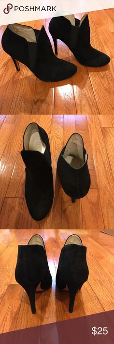 Zara Basic Black Ankle Boots size 10 These size 10 (euro 40) black heeled ankle boots are super comfortable and have only been worn a couple times! Zara Shoes Ankle Boots & Booties