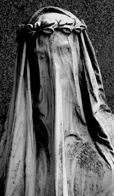 Verschleierte Statue - veiled statue  Verschleierte Statue auf dem Wiener Zentralfriedhof - veiled statue at the Central Cemetery in Vienna