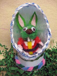 JAXXON STAR WARS EASTER EGG DIORAMA CRAFT Easter Bunny, Easter Eggs, Crafts To Make, Diy Crafts, Green Rabbit, Star Wars Crafts, Simple Crafts, 5 Minute Crafts