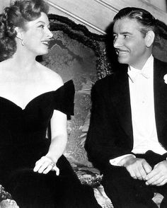 Greer Garson and Ronald Colman on the set of Random Harvest Hollywood Actor, Hollywood Stars, Hollywood Actresses, Classic Hollywood, Old Hollywood, Actors & Actresses, Ronald Colman, Classic Actresses, Classic Movies