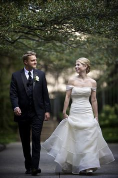 Classic wedding at University Club of Chicago, Cathedral Hall. Photo by David Wittig Photography via junebugweddings.com