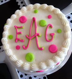 Monogrammed cake. I cannot believe I never thought of this before! What a great idea for a easy, yet personal, cake.