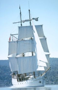 S/V Legend was built in Schweningen, Holland in 1915 as a Dutch lugger. First engine was installed in 1928, after having served as a fishing/cargo vessel for forty years she was sold to Norway in 1955.