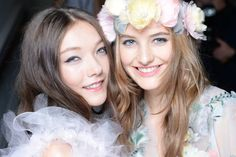 Gorge models backstage at Marchesa | More LFW beauty here: http://www.cosmopolitan.co.uk/beauty-hair/beauty-trends/news/g3648/spring-summer-2015-hair-makeup-trends/?slide=2