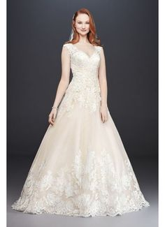 Scalloped V-Neck Lace and Tulle Wedding Dress WG3850