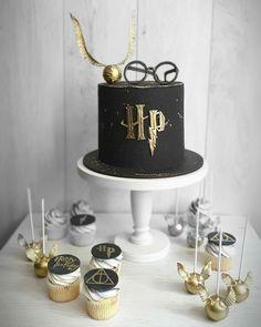Harry Potter Theme Cake, Harry Potter Desserts, Bolo Harry Potter, Gateau Harry Potter, Harry Potter Cupcakes, Harry Potter Birthday Cake, Cute Harry Potter, Harry Potter Food, Harry Potter Wedding