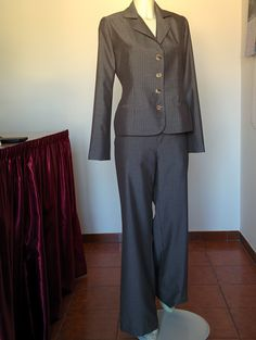 Completo Tailleur e Pantalone, colore tortora gessato, Stoffa di lana 100% marchio Valentino