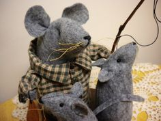 """Papa Mouse & Children """"Gone Fishing"""" Father's Day Mouse by Pearce's Craft Shop $28.95 plus shipping"""