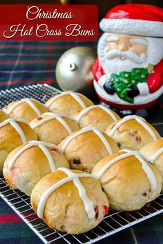 Christmas Hot Cross Buns. Not just for Easter, these festive sweet rolls are a fantastic addition to a Holiday brunch or even for gifting to friends and family.#christmasbaking #christmaseve #christmasbrunch Christmas Morning Breakfast, Christmas Brunch, Christmas Baking, Christmas Recipes, Christmas Cookies, Christmas Snacks, Christmas Kitchen, Christmas Cross, Christmas 2019