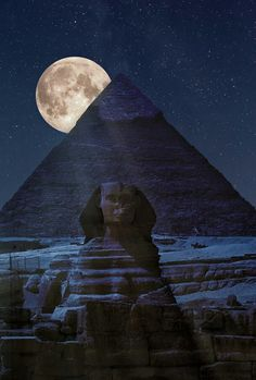 The sphinx and Great Pyramid of Giza by moonlight <3